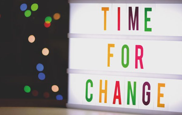 "Placa escrito ""TIME FOR CHANGE"" - Artigo Rexco"