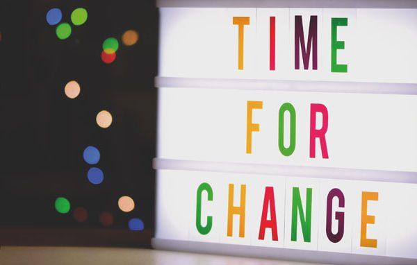 """Placa escrito """"TIME FOR CHANGE"""" - Artigo Rexco"""